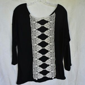 Eyeshadow cutout embroidered back, black/white top